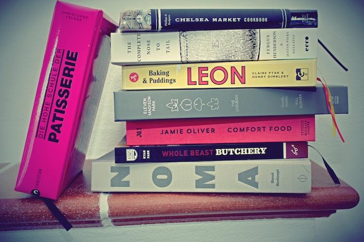 ein Stapel Kochbücher